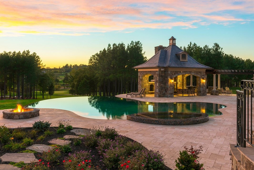 открытый бассейн во дворе