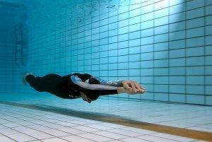 Правильная техника ныряния в длину приведет вас к красивому плаванию