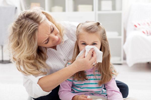 Проявление аллергии у ребенка через насморк