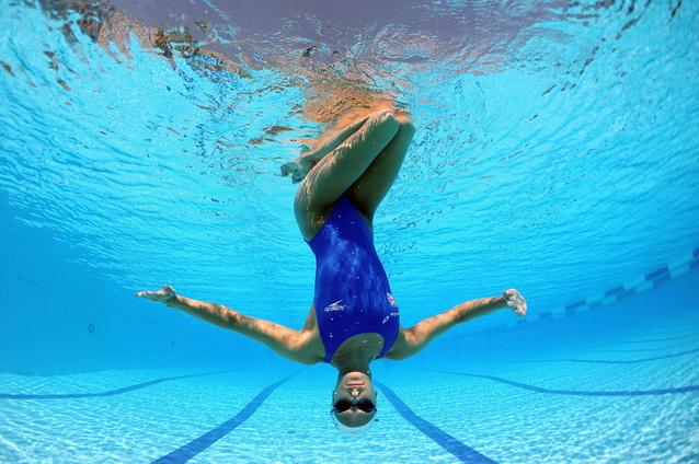 Занятия спортом в бассейне