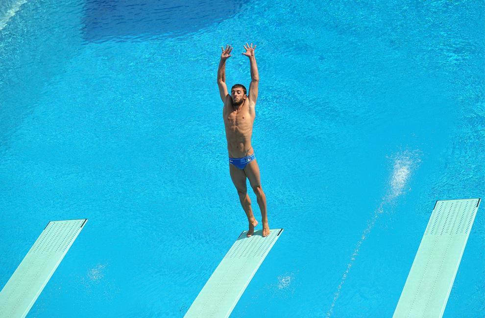 Погружение в воду со спортивной опоры
