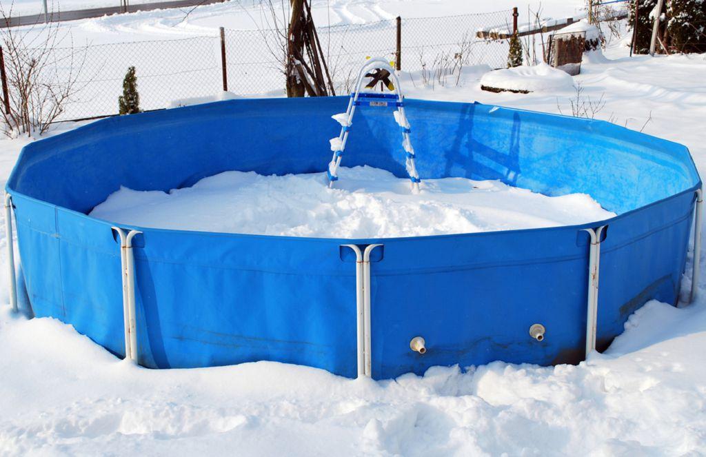 бассейн снег