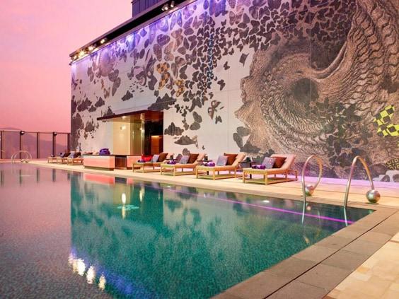 Гонконг – бассейн на высоте 211 метров