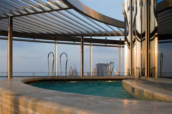 Дубай, Бурдж-Халифа – бассейн