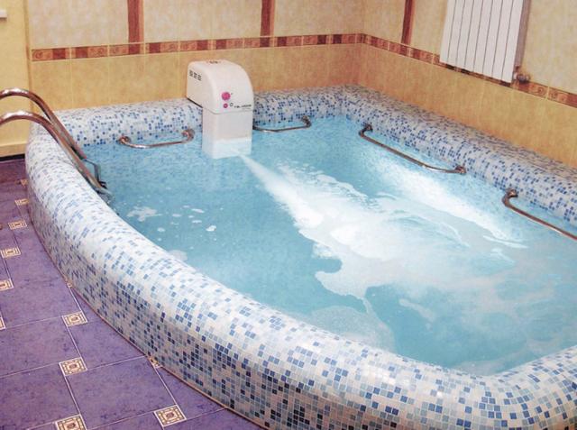 бассейн с дополнительным оборудованием