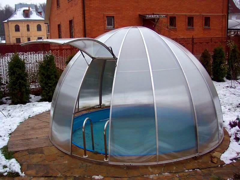 Раздвижной павильон вокруг бассейна позволит пользоваться бассейном круглый год
