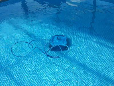 Проводной робот-пылесос для чистки бассейнов