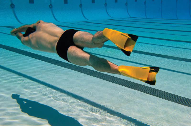 Плавание в ластах входит в комплекс упражнений профессиональных пловцов