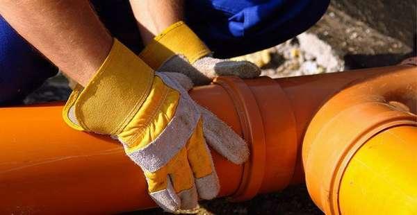Как правильно выбрать герметик для канализационных труб?