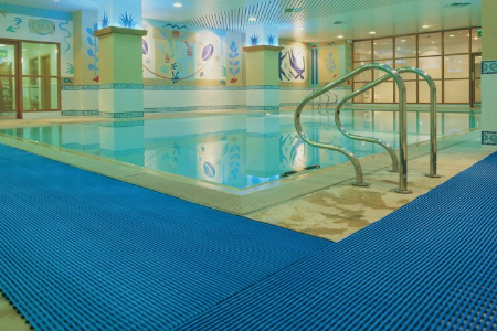 Дорожка зигзаг для бассейна и фитнес клуба.