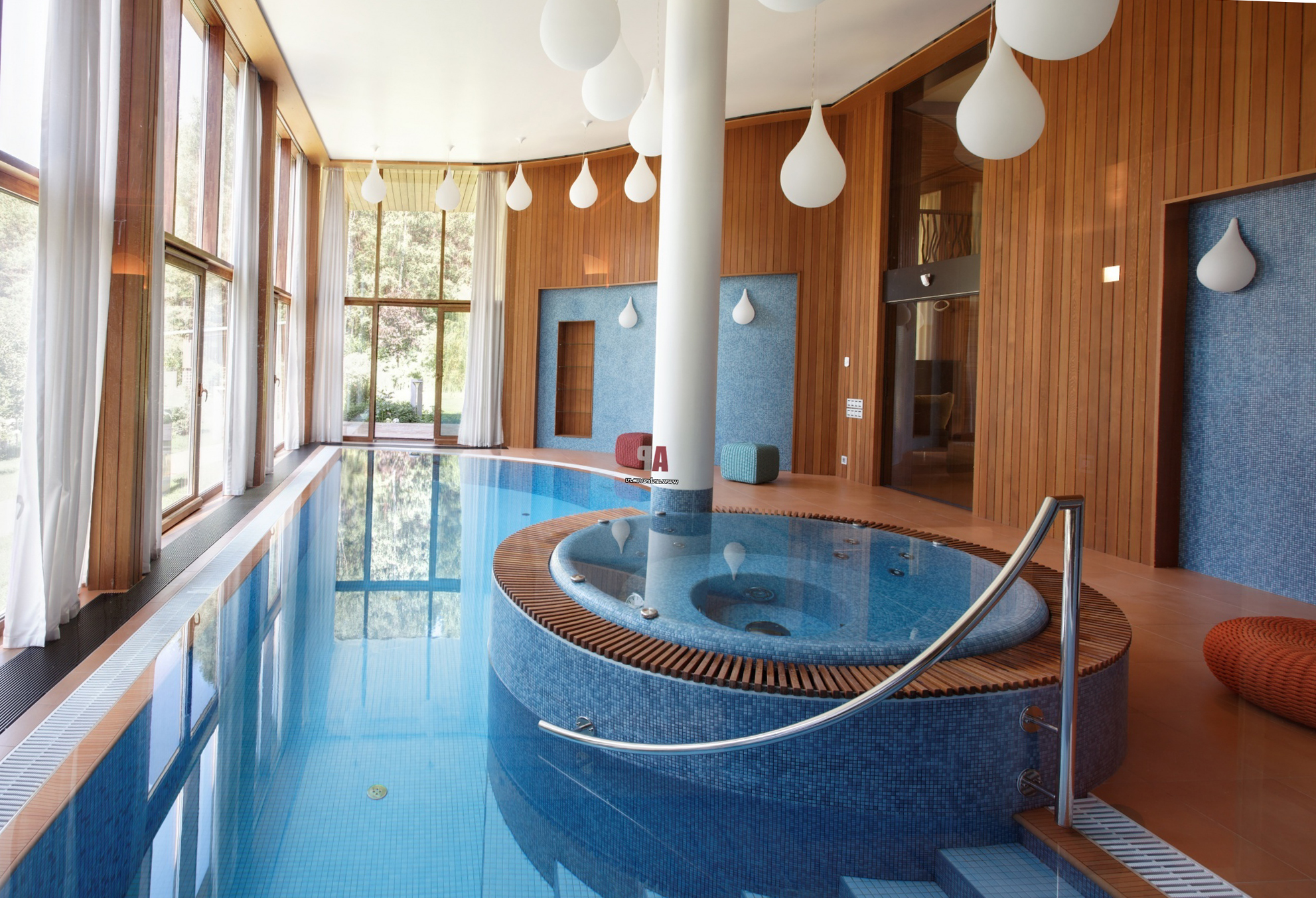 красивый бассейн в квартире