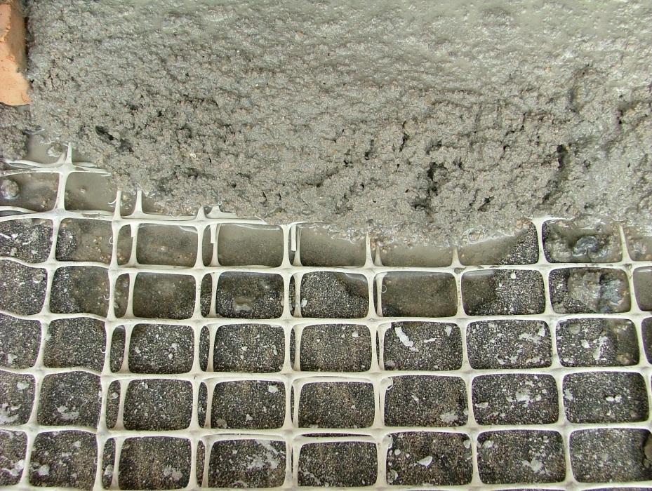 nanesenie-shtukaturnogo-rastvora-na-polimernuyu-armiruyuschuyu-setku-600x452.jpg