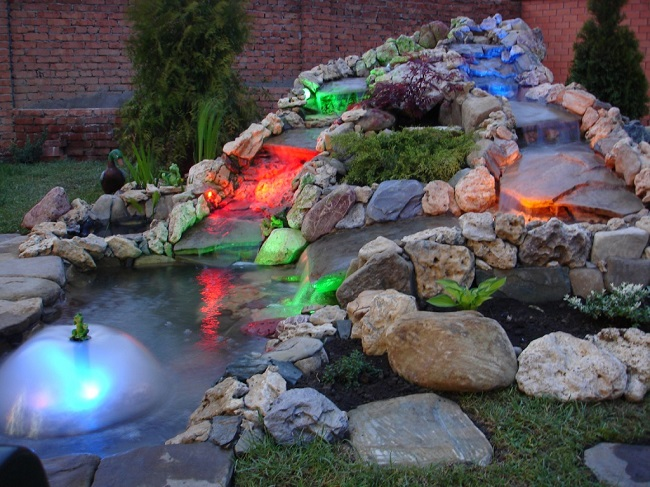 подсветка для водопада на участке