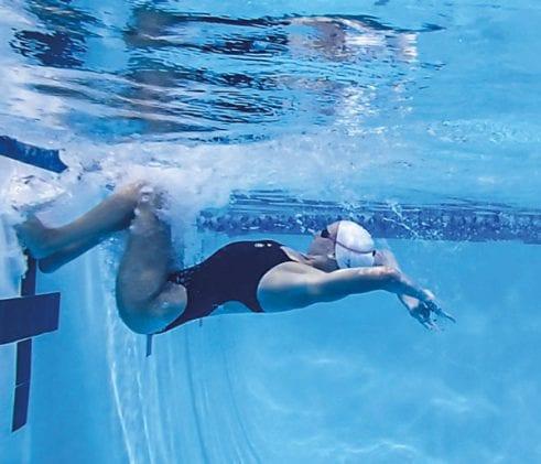 Плавание кролем - уроки по тренировке движений и дыхания в воде