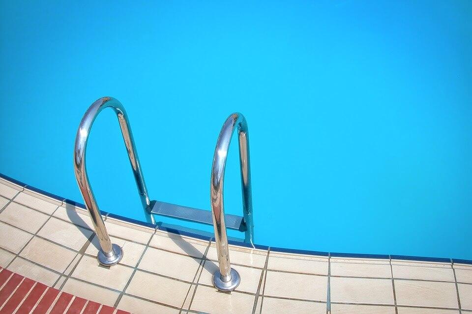 поведение в бассейне