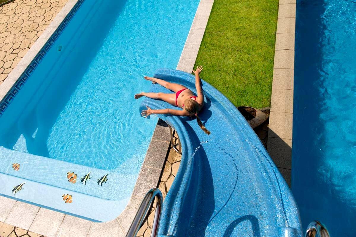Водная горка для бассейна своими руками