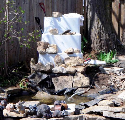 Крепление камне на конструкции водопада