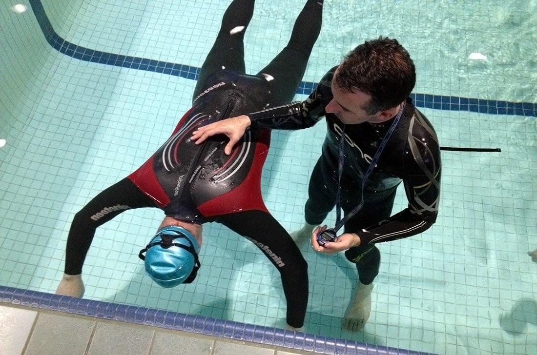 Задержка дыхания в статике в бассейне, упражнения